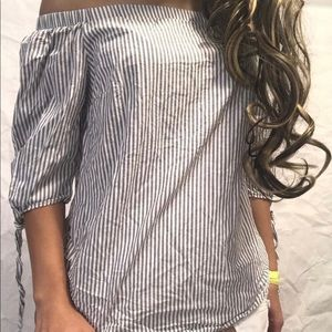 Cute off the shoulder shirt! Can style!